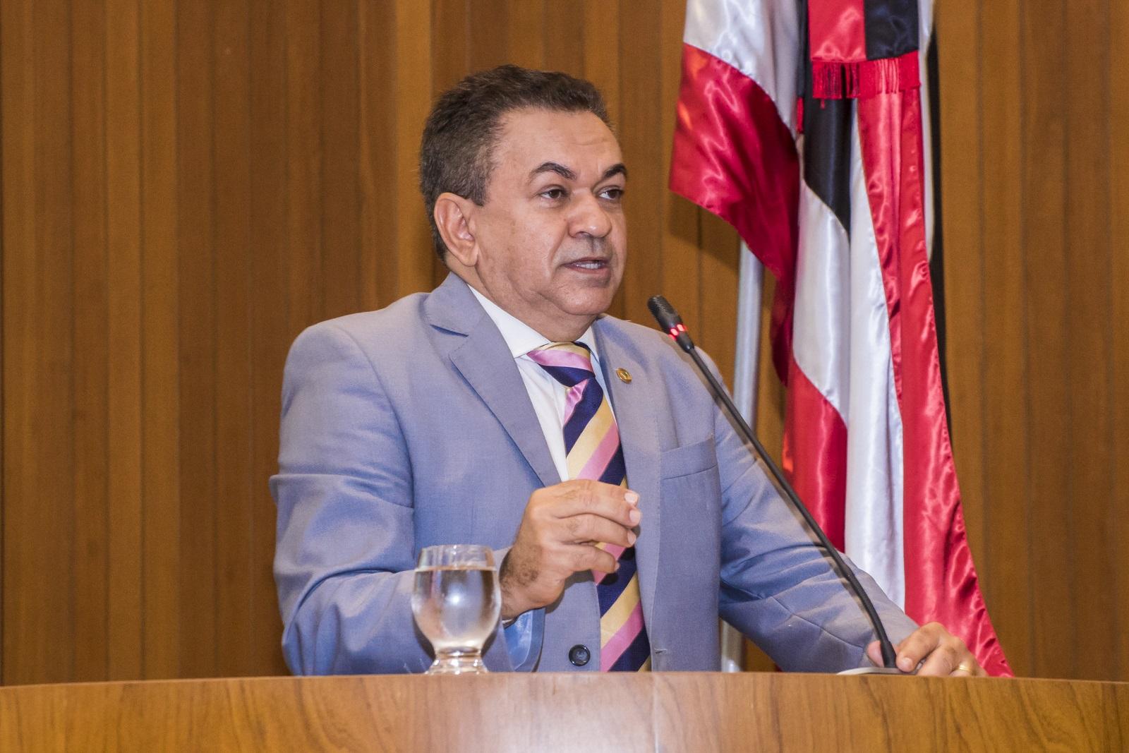 Antônio Pereira defende  professores e estudantes de Grajaú