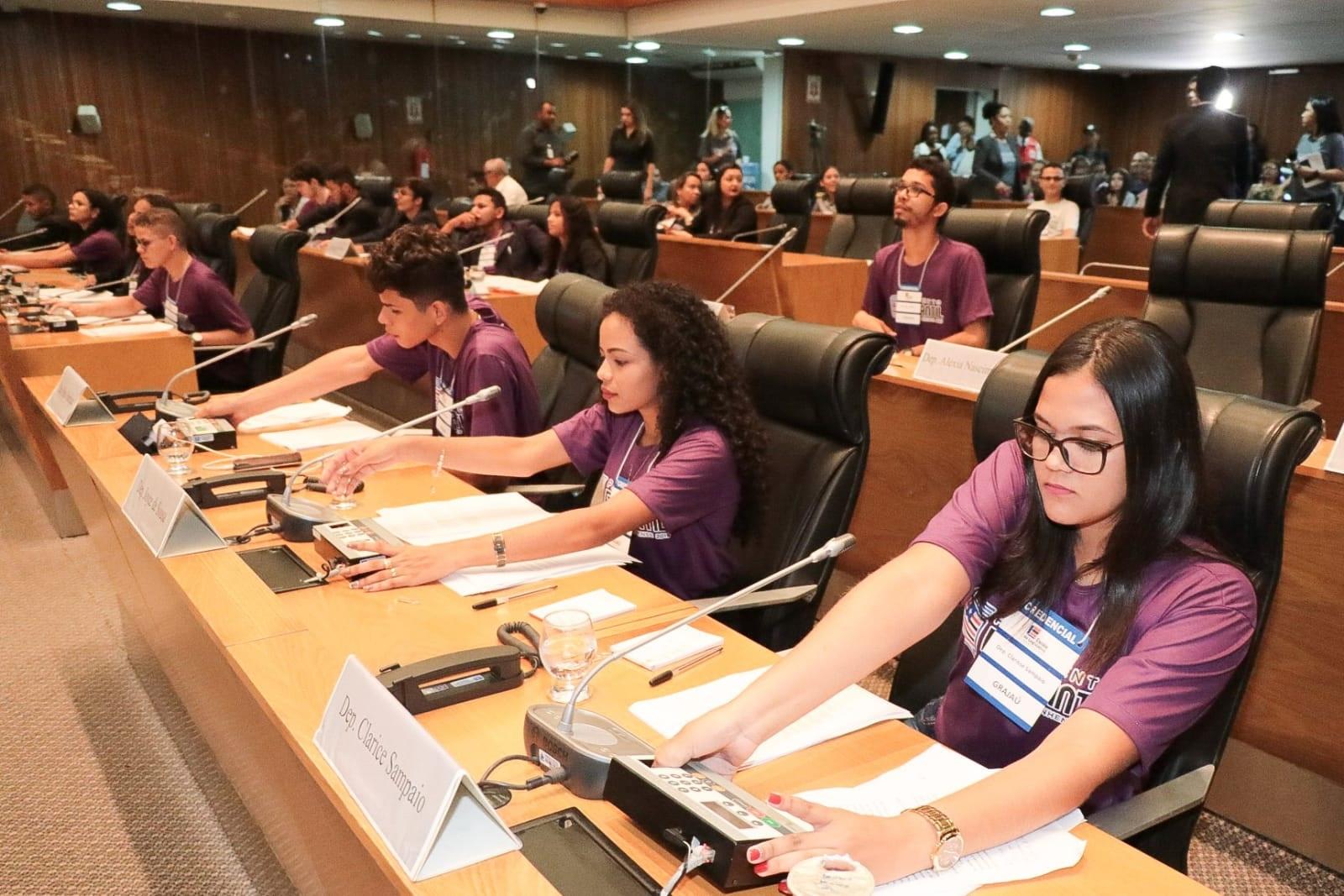 Assembleia incentiva participação dos jovens na política com realização do Parlamento Estudantil 2019