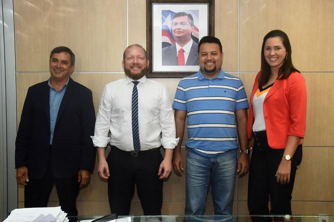 Othelino Neto discute demandas de Nova Iorque do Maranhão e  Magalhães de Almeida com secretário da Infraestrutura