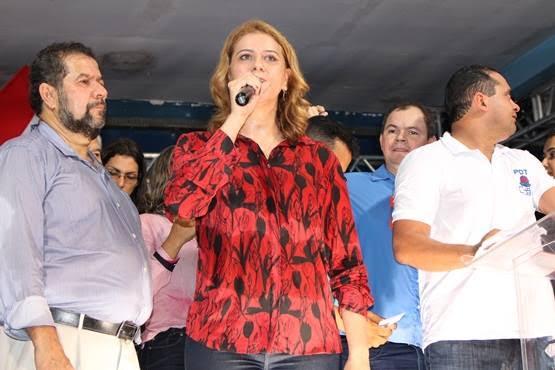 Deputada Valéria Macedo participa de ato convencional partidário