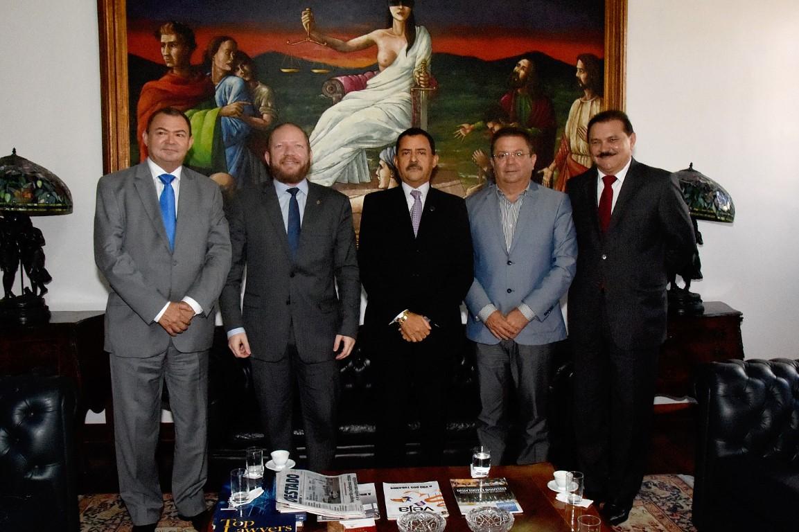 Presidente Othelino Neto faz visita de cortesia ao presidente do Tribunal de Justiça
