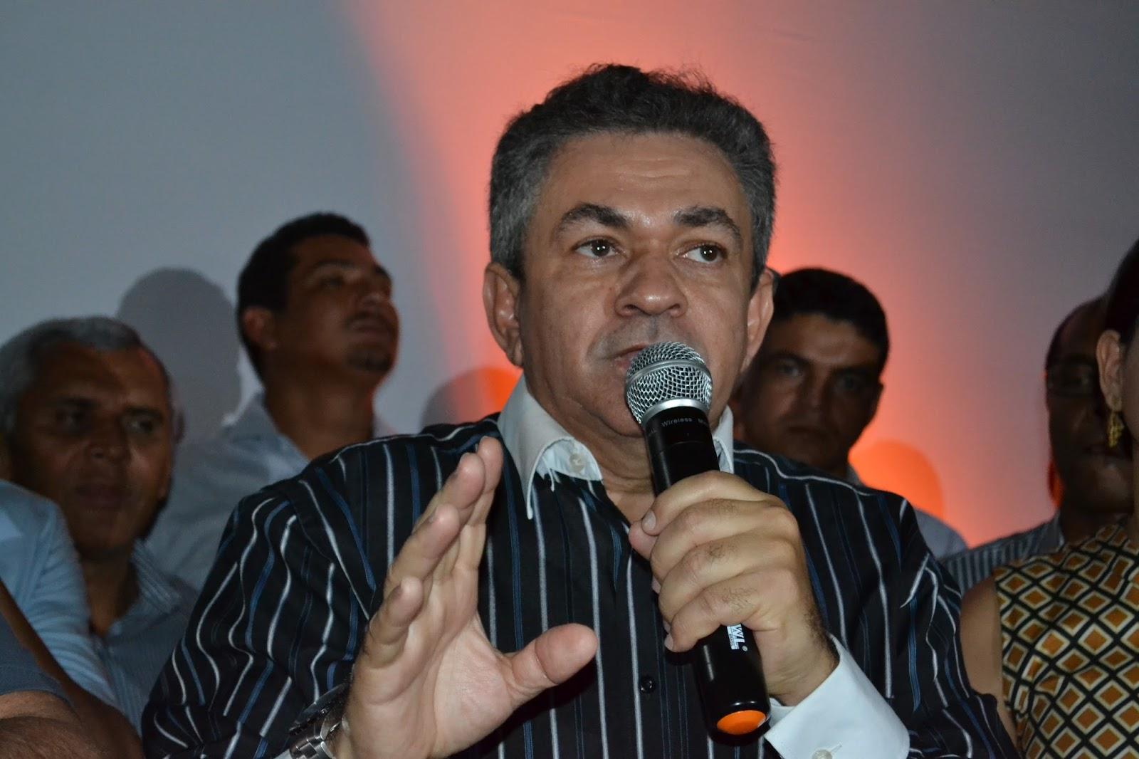 Antônio Pereira anuncia a perfuração de 18 poços artesianos em cinco municípios