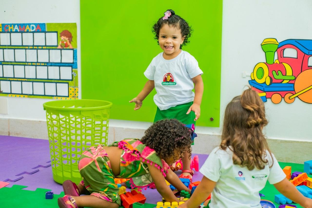 O pequeninos do Maternal iniciaram brincando a fase de adaptação na primeira  semana escolar