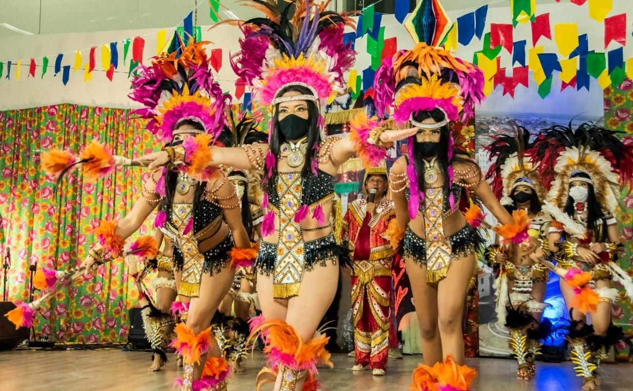 O Boi de Morros contagiou o povo em casa com seu sotaque de orquestra e a evolução de suas lindas índias