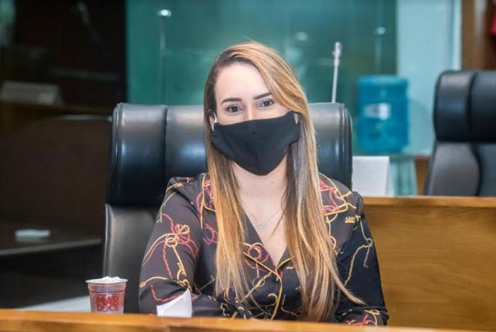 Thaiza Hortegal recebe alta de hospital