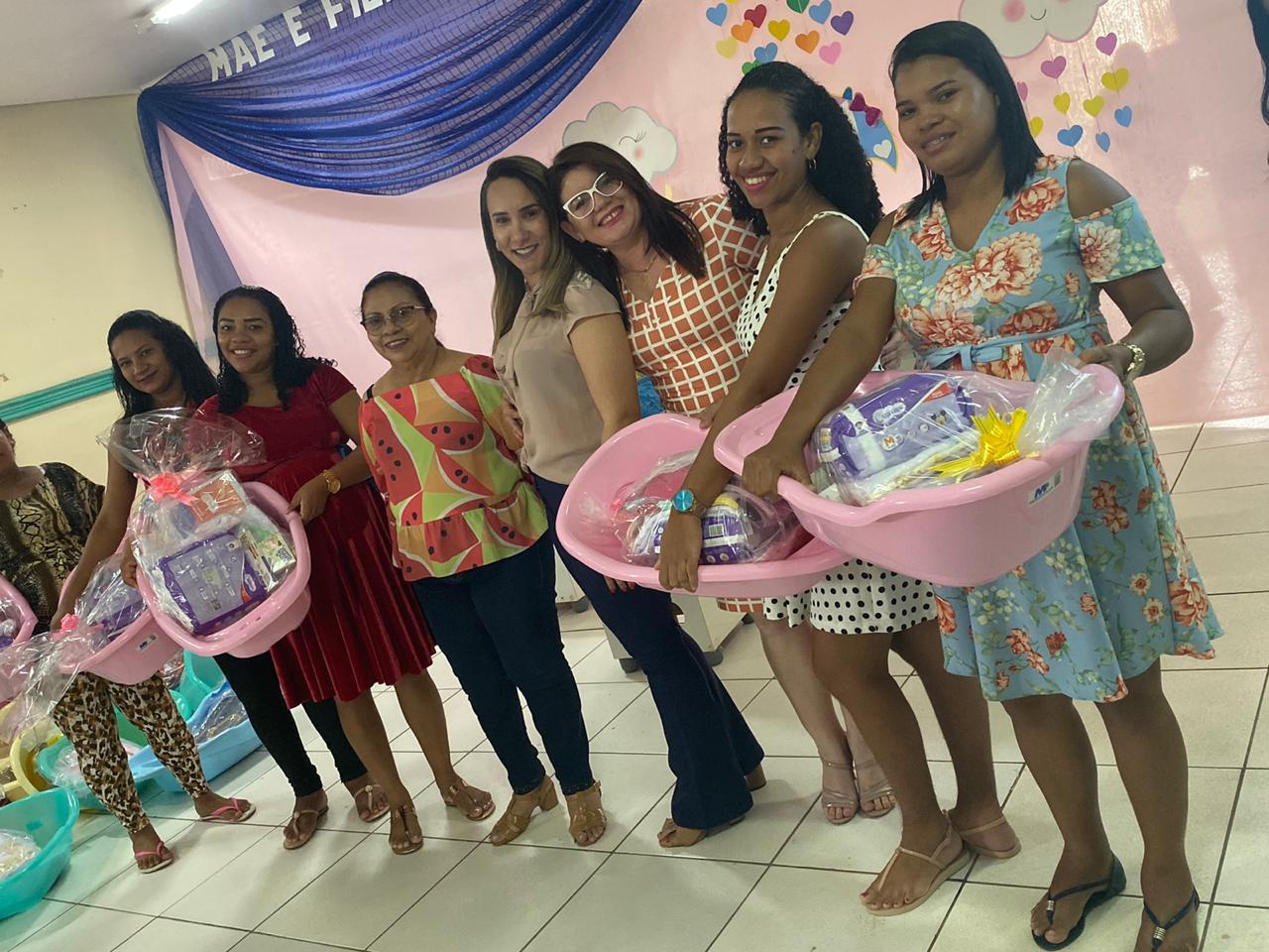 Thaiza Hortegal participa de entrega de kit enxoval e anuncia ampliação de rede de assistência a famílias em Pinheiro