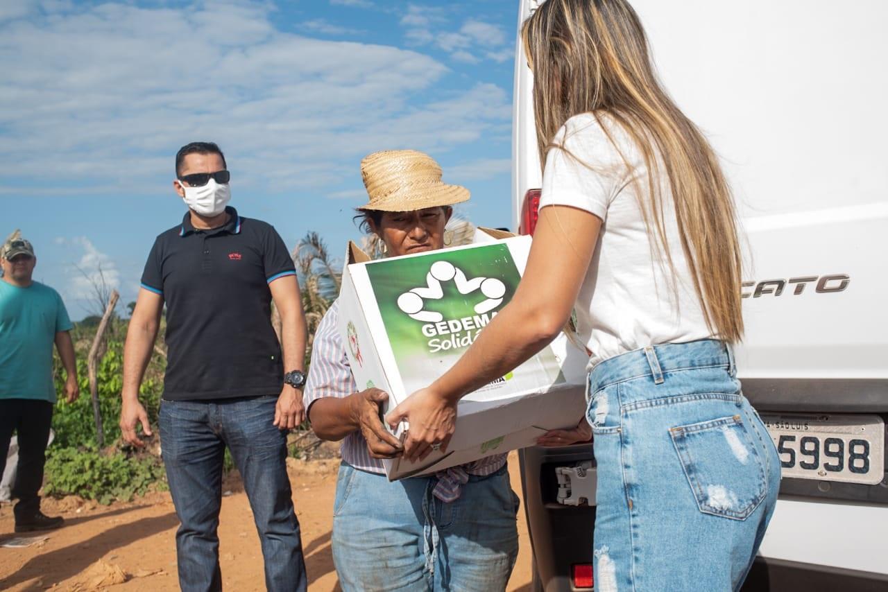 Famílias de povoados do município de Pinheiro recebem cestas básicas das mãos de Ana Paula