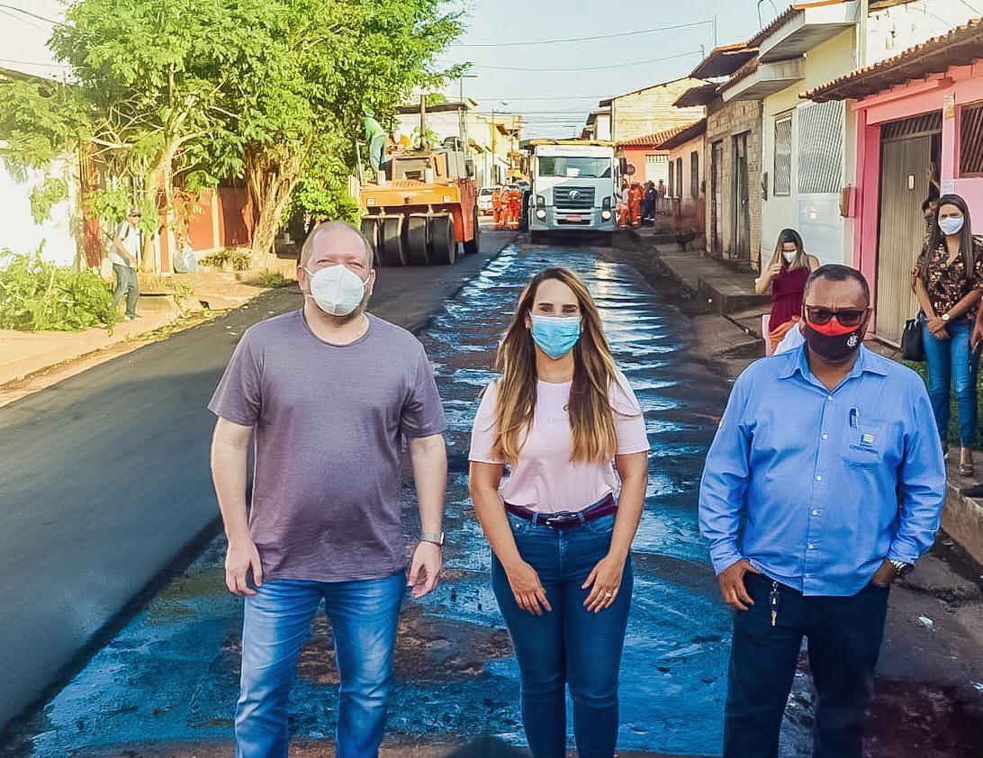 Othelino Neto e Thaiza Hortegal contribuíram com suas emendas parlamentares para asfaltamento de vias em Pinheiro