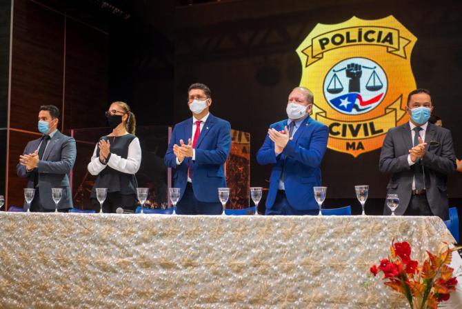 Othelino participa da solenidade de posse dos novos servidores da Polícia Civil