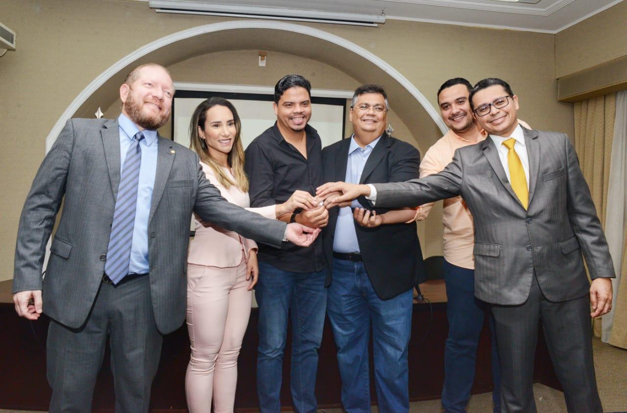 Thaiza Hortegal comemora entrega de ambulância ao município de Pinheiro