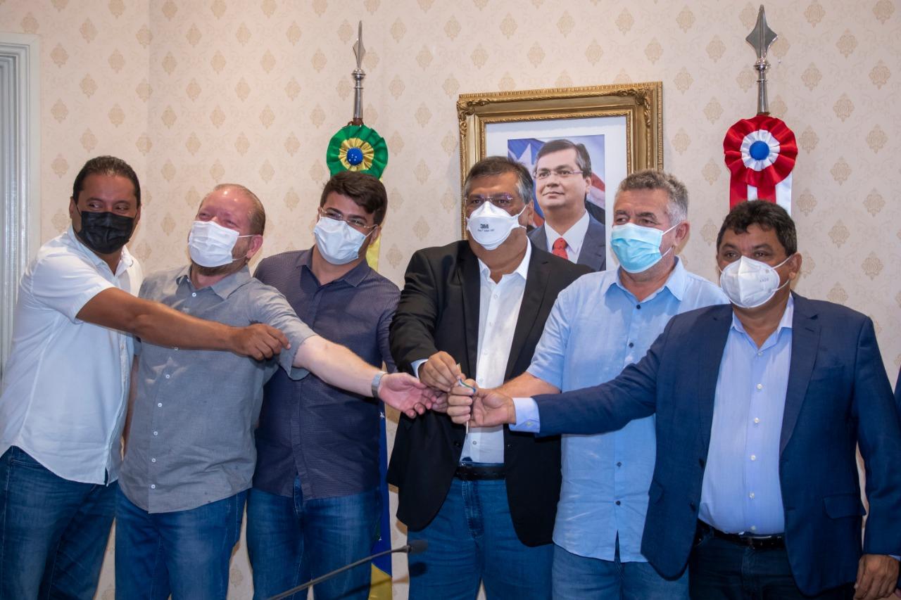 Presidente da Assembleia participa do ato de entrega de chave de ambulância para o prefeito de Dom Pedro, Galego Mota