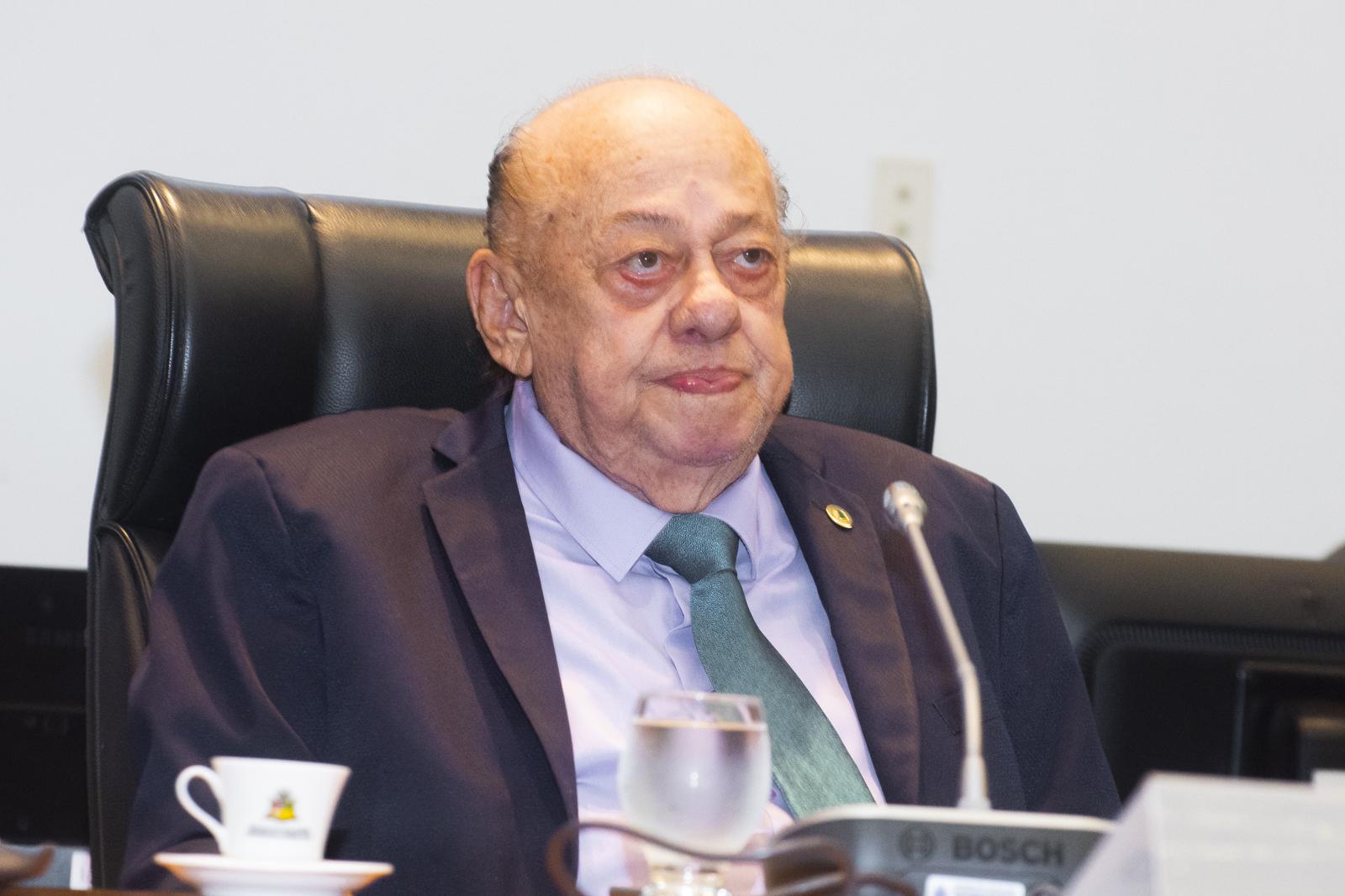 Zé Gentil convida parlamentares para aniversário de Caxias