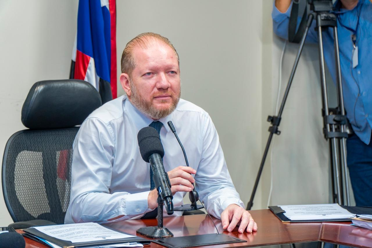 Othelino Neto anuncia votação de PL que reduz  mensalidade de escolas e faculdades em 30%