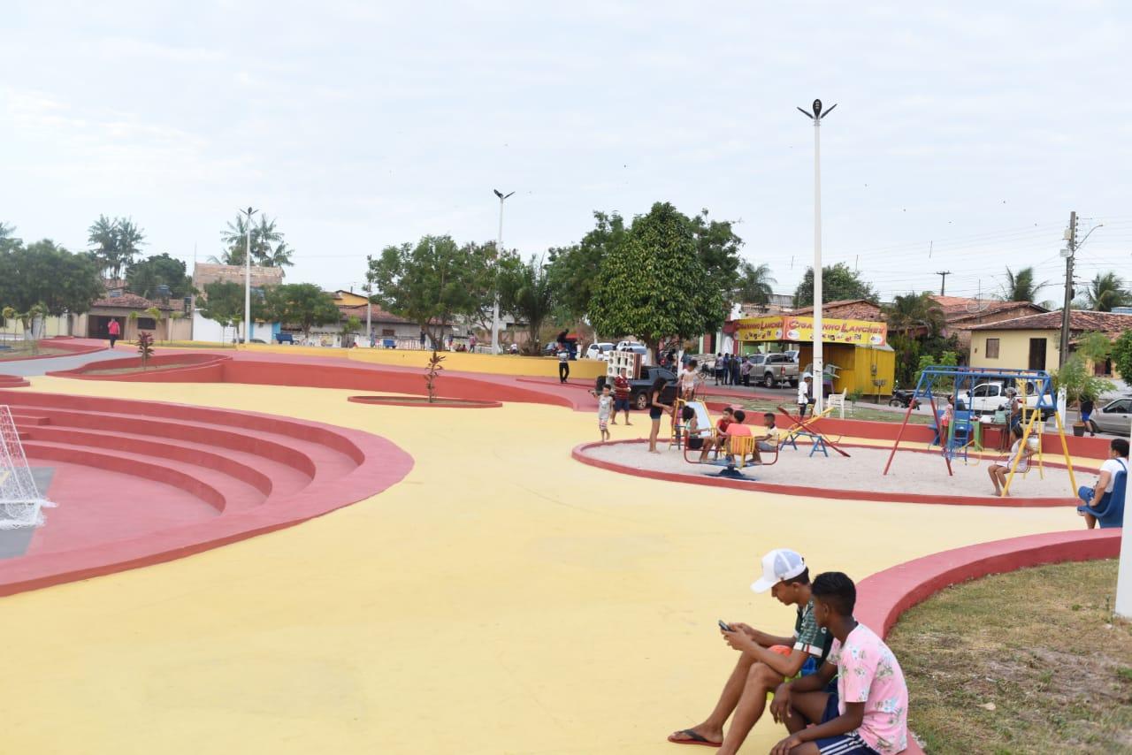 A Praça da Bíblia, em Pinheiro, foi amplamente revitalizada e ganhou novos equipamentos de lazer