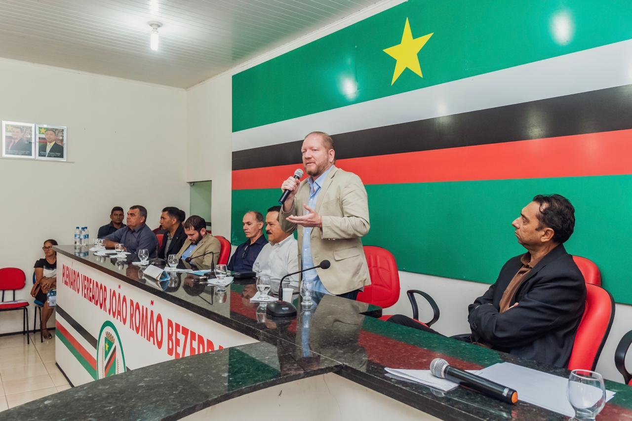 Othelino Neto participa de Encontro de Vereadores da região Mearim em Esperantinópolis