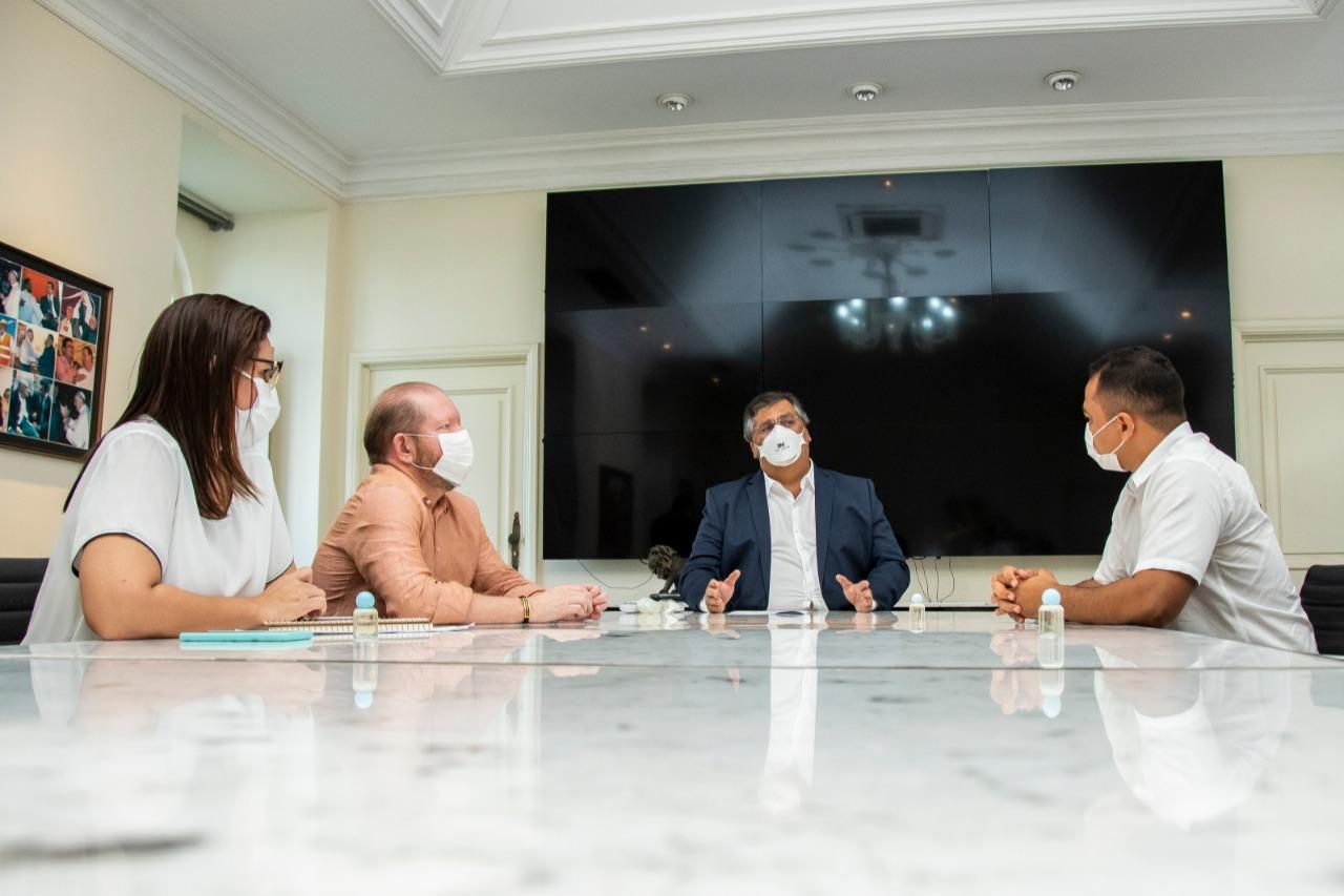 Flávio Dino, Othelino Neto, Joslene Rodrigues e o prefeito de São Vicente Férrer, Adriano Freitas, em busca de benefícios para o município