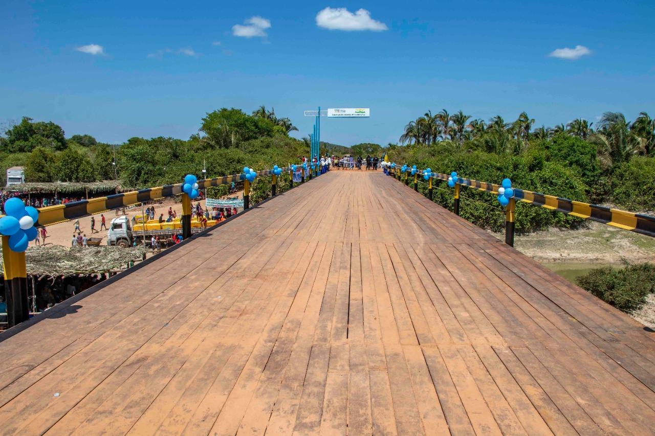 """A ponte tem 65 metros de extensão e faz parte do projeto """"Ponte para sempre"""", que reconstrói pontes utilizando ferro e banindo as edificações de madeira"""