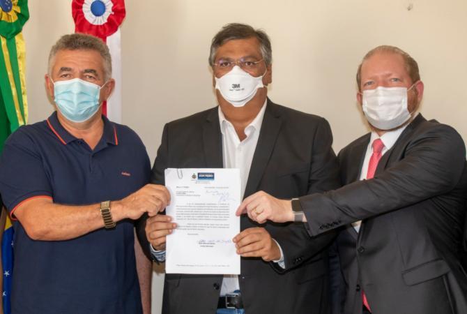 Othelino participa da assinatura da ordem de serviço para construção do hospital de Dom Pedro