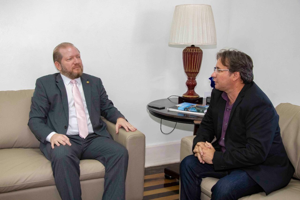 Othelino visita prefeito em exercício de São Luís e ressalta a boa relação institucional entre os Poderes