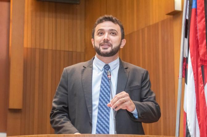 Covid-19: Yglésio questiona atitudes de escolas que não seguem normas estabelecidas pelo Governo