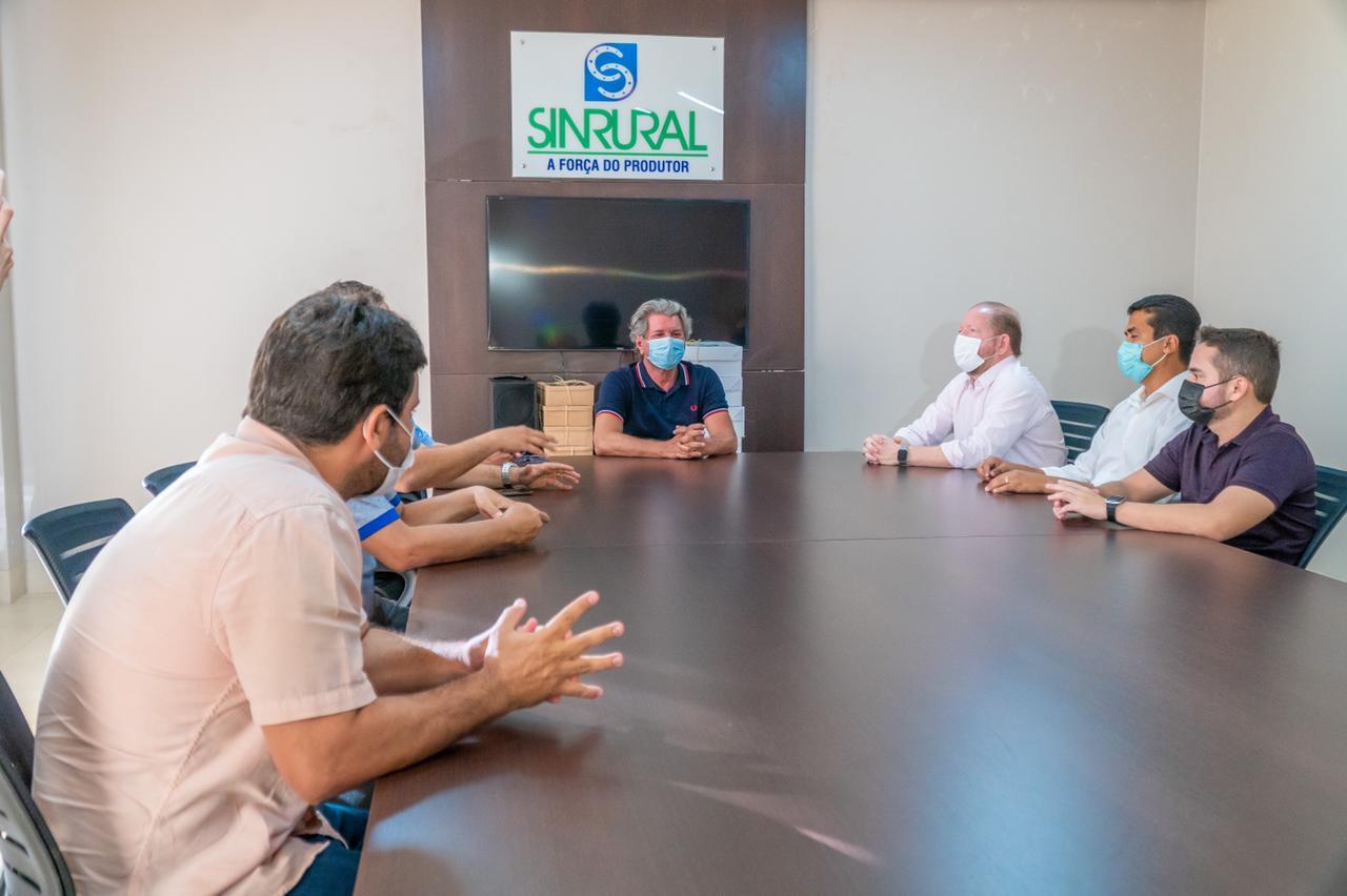 No Sindicato Rural de Imperatriz (Sinrural), na sexta-feira, 13, Othelino conversou com representantes do setor do agronegócio
