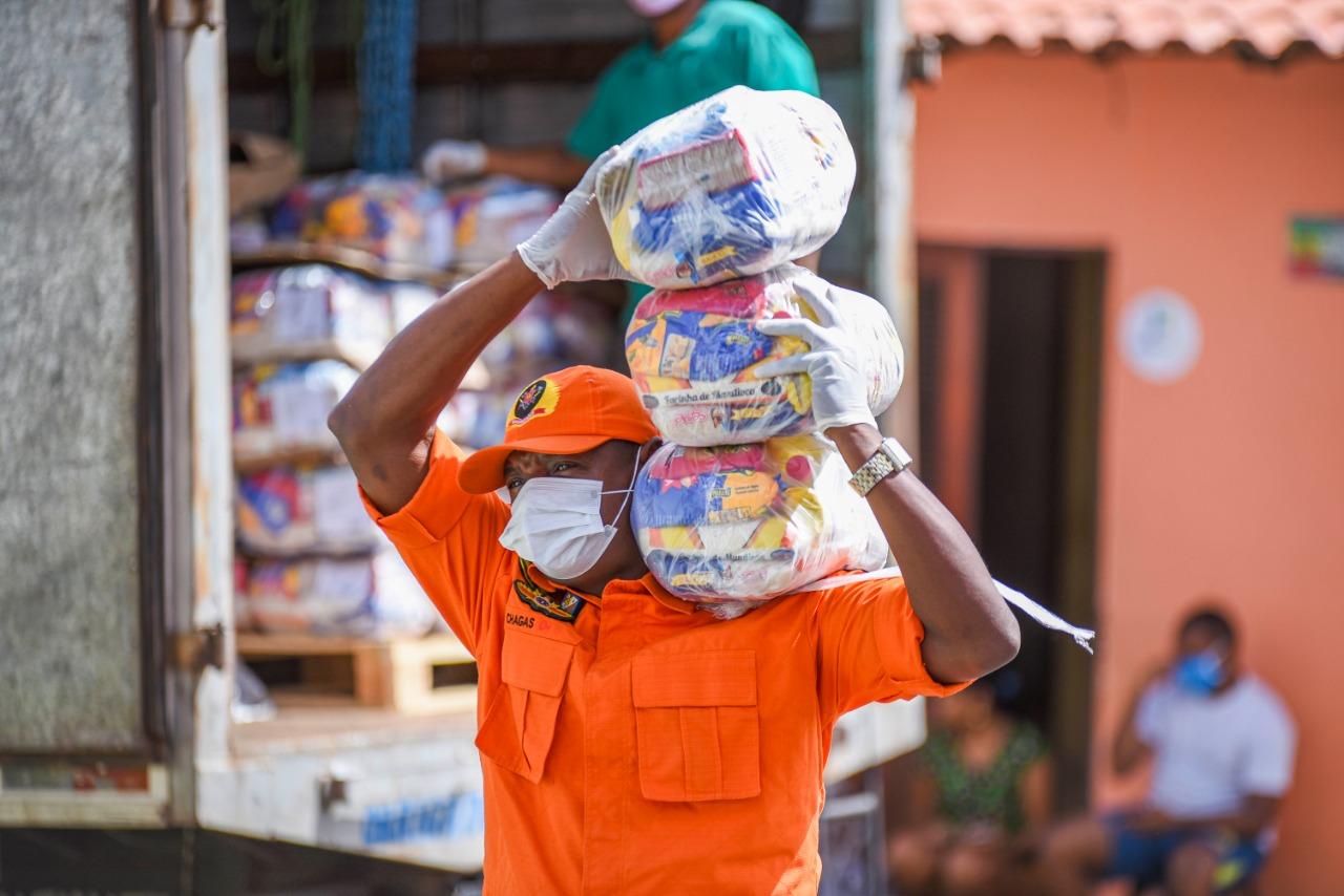 Assembleia Legislativa entrega cestas básicas à população de baixa renda para amenizar consequências da pandemia