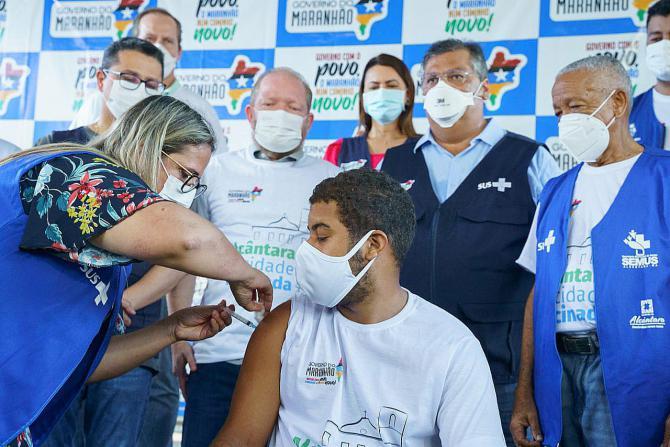 Othelino afirma que Alcântara dá exemplo ao Brasil após vacinar 100% da população adulta
