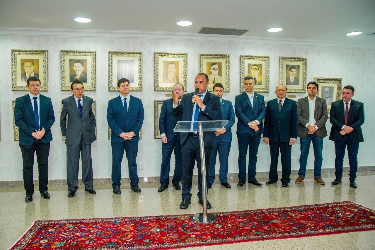 O ato de entrega da medalha contou com a presença de parlamentares estaduais e lideranças do MDB no Maranhão