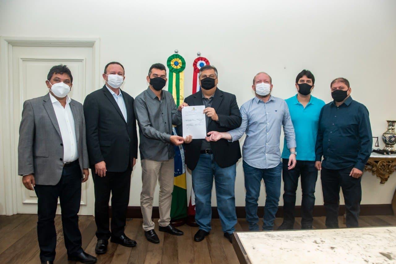 Solenidade de assinatura do convênio para execução de pavimentação asfáltica no povoado Bacuri da Linha