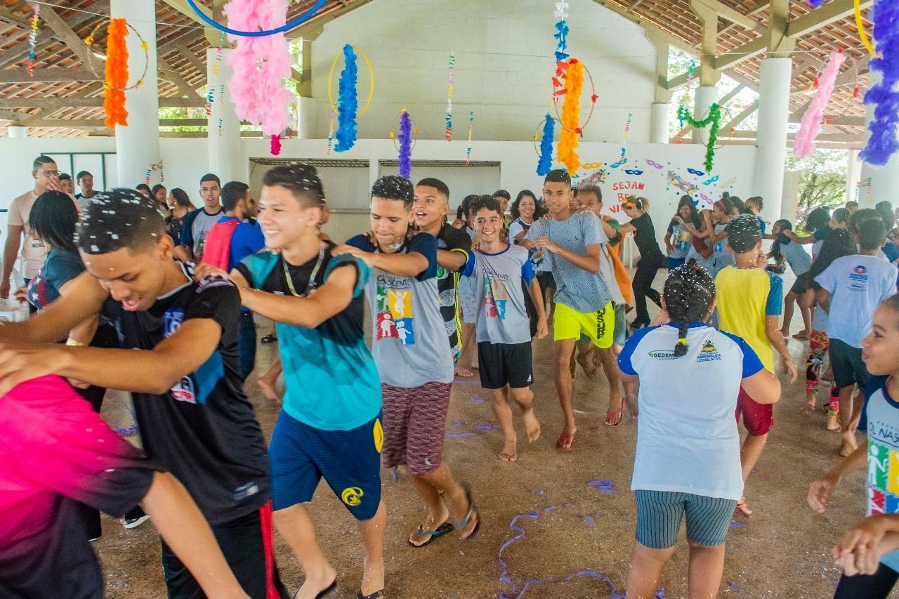 Diversão e alegria marcaram a realização da segunda edição do Bailinho de Carnaval do Programa Sol Nascente