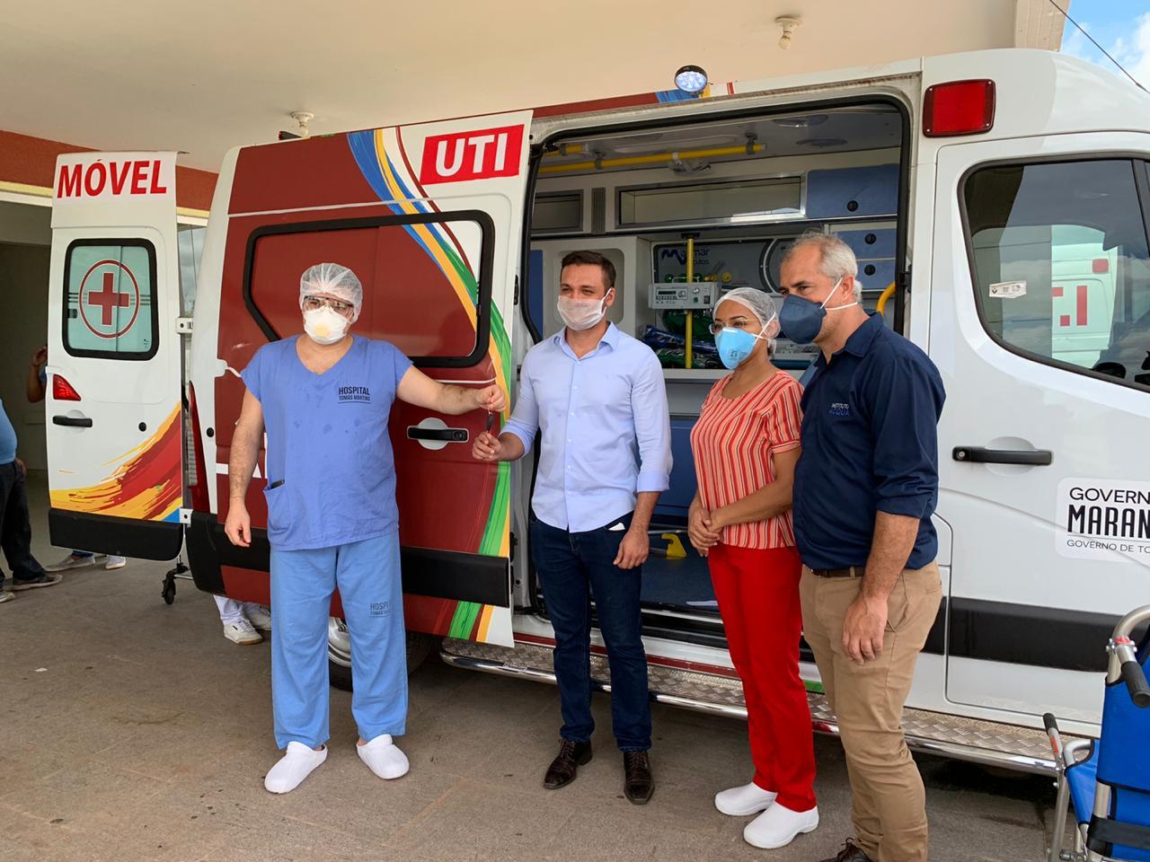 Felipe dos Pneus entrega ambulância com U.T.I em Santa Inês