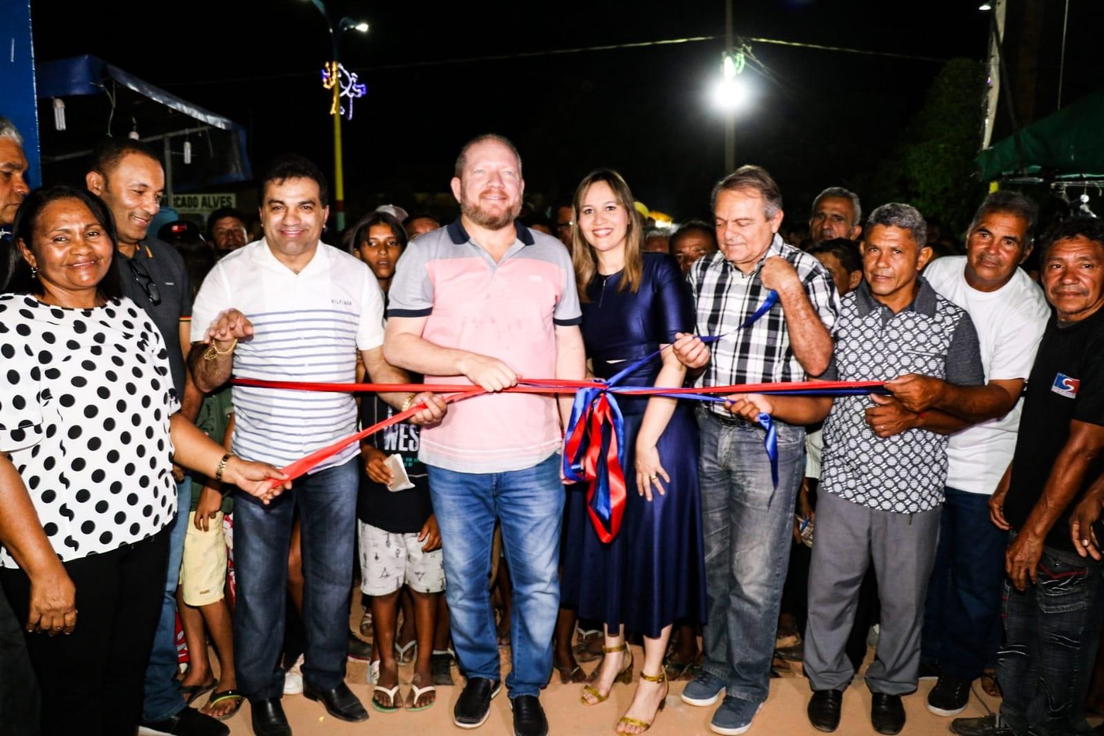 Corte da fita inaugural do Estádio Doutorzão, em Centro do Guilherme, que completou 25 anos de emancipação política