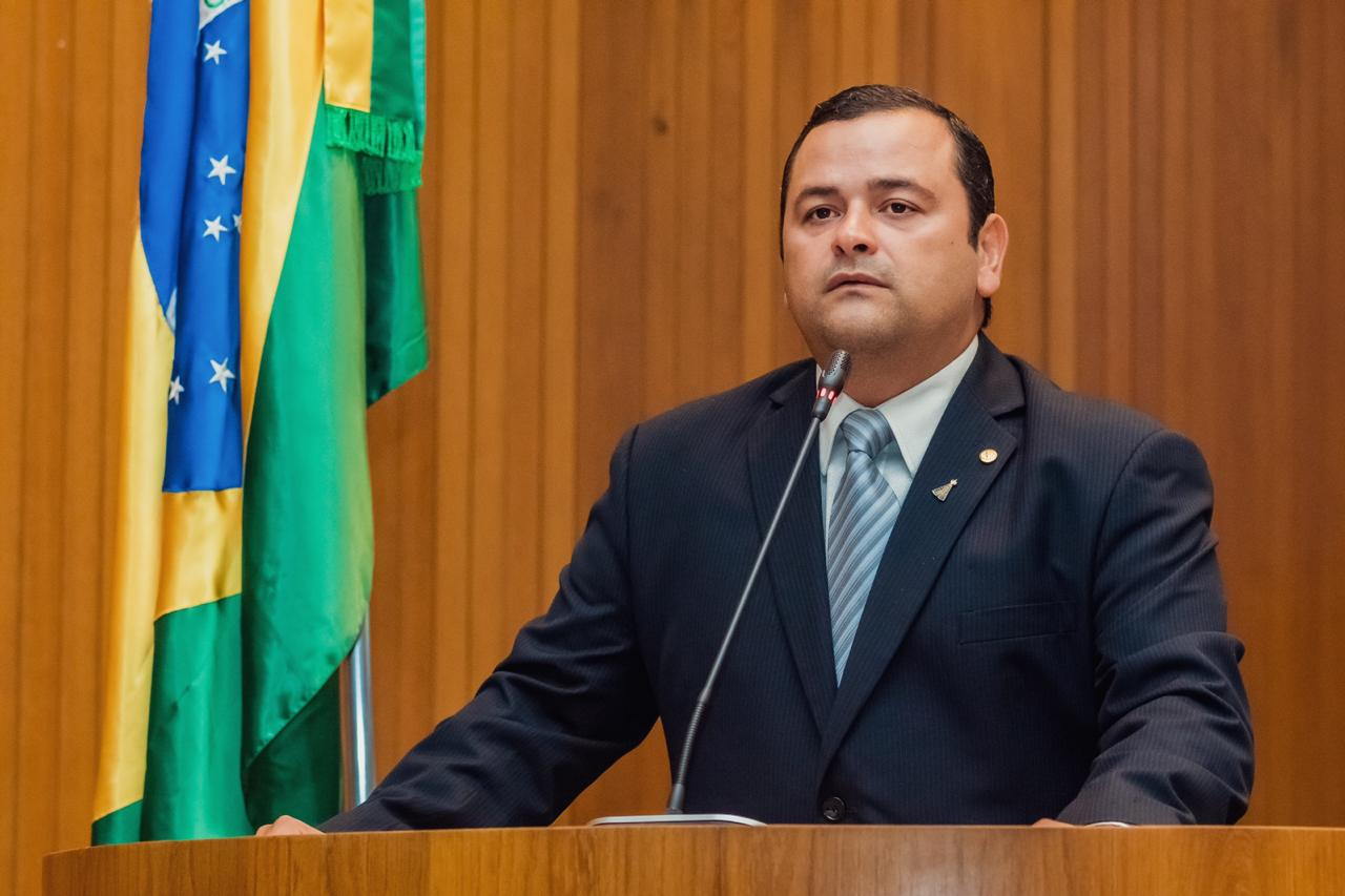 Energia elétrica: Vinícius Louro afirma intenção de criar projeto que beneficie residências de pessoas com enfermidades graves