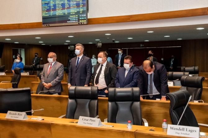 Plenário faz um minuto de silêncio em homenagem ao deputado Zé Gentil