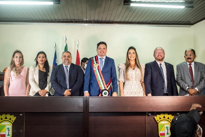 Othelino Neto prestigia posse de prefeito, vice-prefeita e secretários municipais de Pinheiro