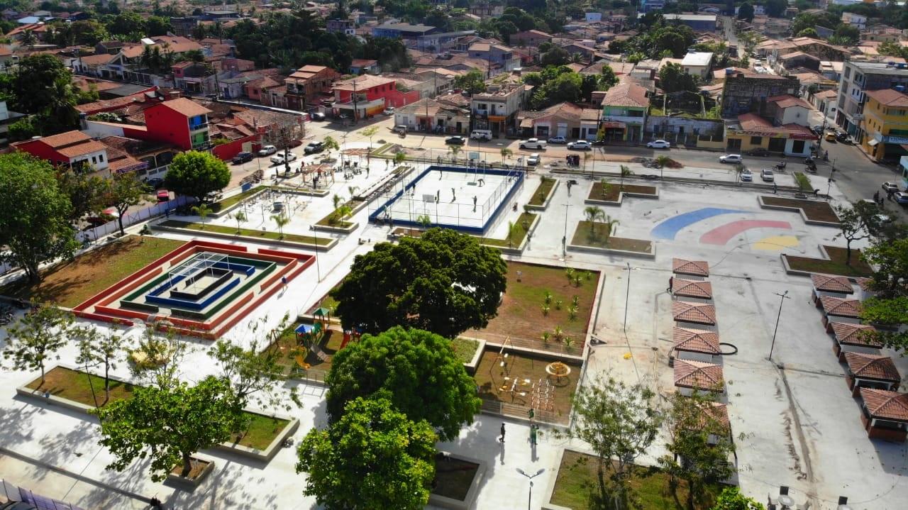 Amplamente revitalizada, a Praça do Centenário em Pinheiro conta agora com novos equipamentos esportivos