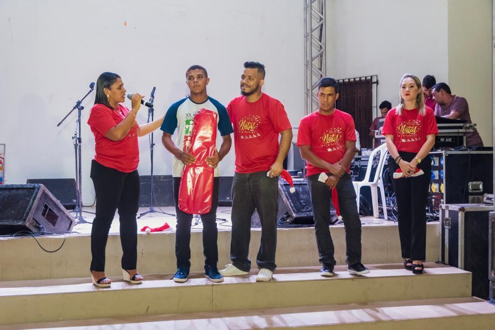 A coordenadora do programa Sol Nascente, Cynthia Vieira, fala sobre a importância da ação durante o momento das premiações