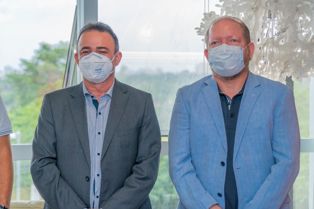 Othelino Neto com o presidente eleito da Famem, Erlanio Xavier