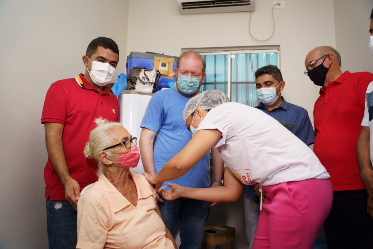 Presidente da Assembleia acompanha início da vacinação contra Covid-19 em idosos de São Francisco do Maranhão