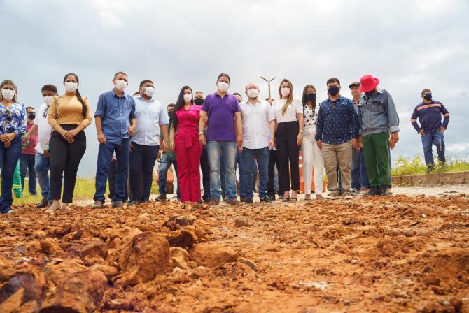 Solicitada por Othelino, obra de drenagem e pavimentação tem início em Pinheiro