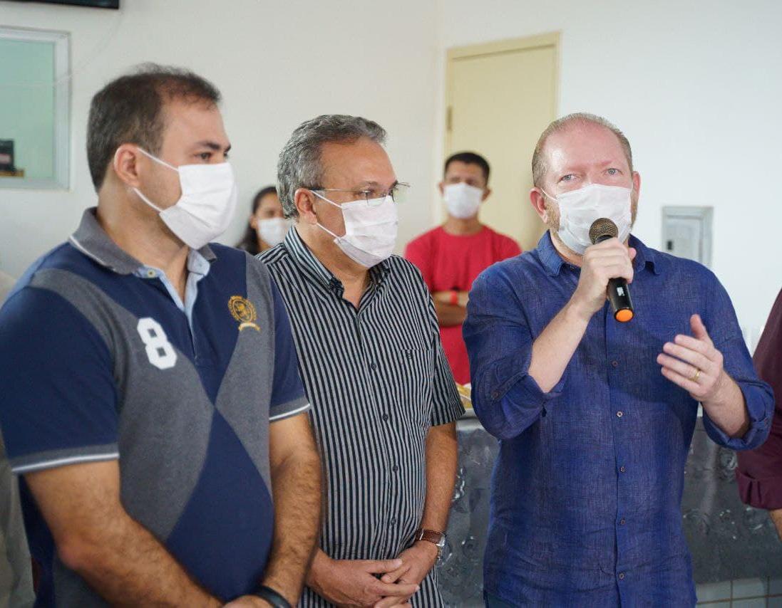 Presidente da Assembleia durante visita ao Hospital Municipal de Santa Helena,  ao lado do prefeito, Zezildo Almeida, e do vice, Joãozinho Pavão