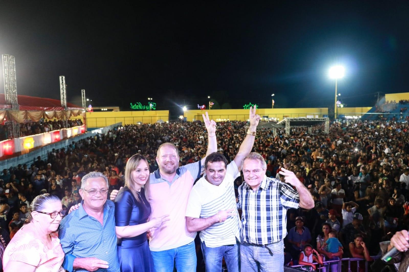 Othelino, Detinha, Hélio Soares, prefeito Zé de Dário e Josimar Maranhãozinho na festa de aniversário do município