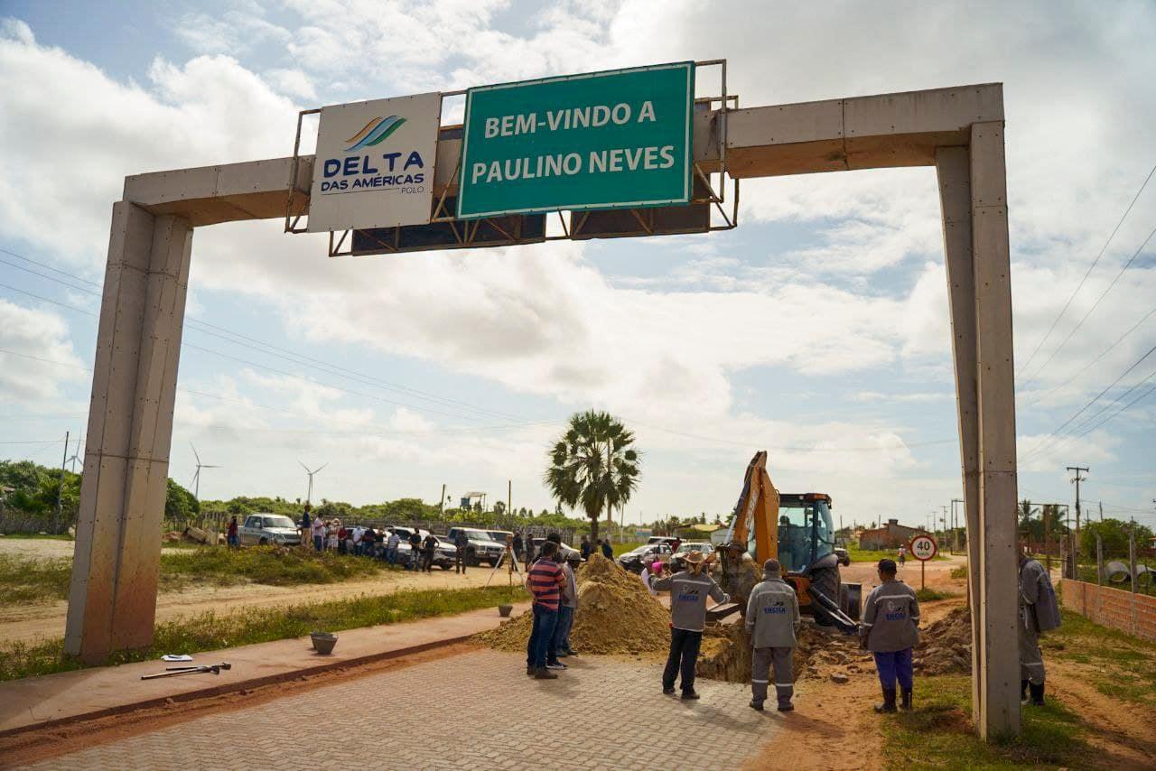 Obras de drenagem foram iniciadas na entrada de Paulino Neves para solucionar problemas de alagamento no local
