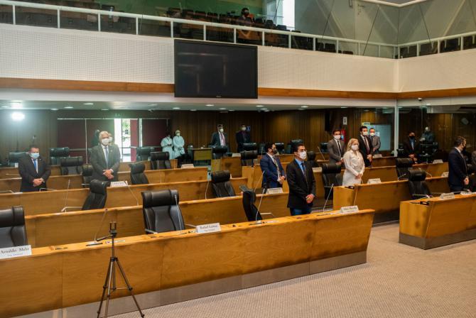 Plenário faz um minuto de silêncio pelo falecimento dos pais do deputado federal Cléber Verde