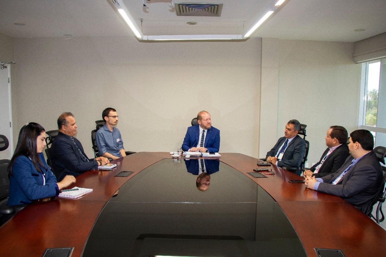 Othelino e diretores reuniram-se com o infectologista Bernardo Wittlin, que avaliou positivamente as medidas adotadas pela Alema