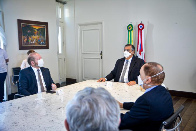 Othelino discute medidas de enfrentamento à Covid-19 no Maranhão em reunião no Palácio dos Leões