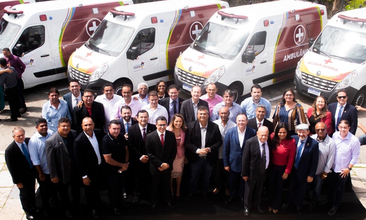 As 18 ambulâncias das 42 adquiridas com saldo orçamentário positivo da Alema foram entregues em ato no Palácio dos Leões