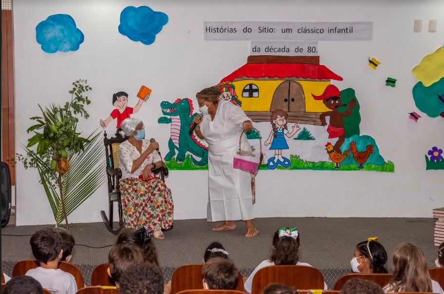 Professores interpretam Dona Benta e Tia Nastácia, personagens do Sítio do Pica-Pau Amarelo