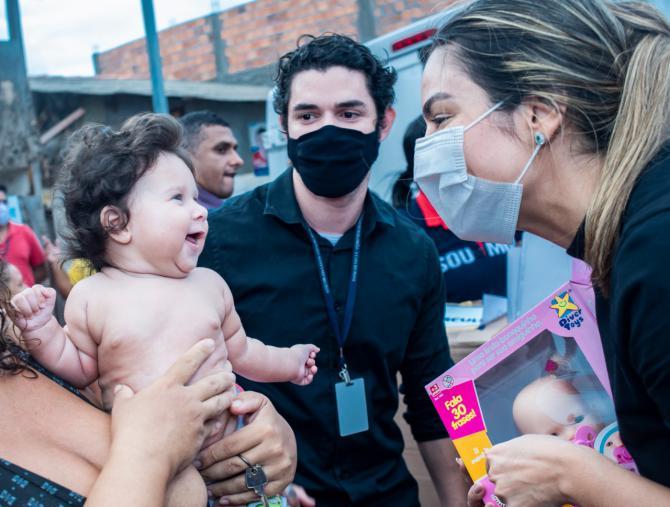 Gedema Solidário doa alimentos e brinquedos a moradores da Ilhinha