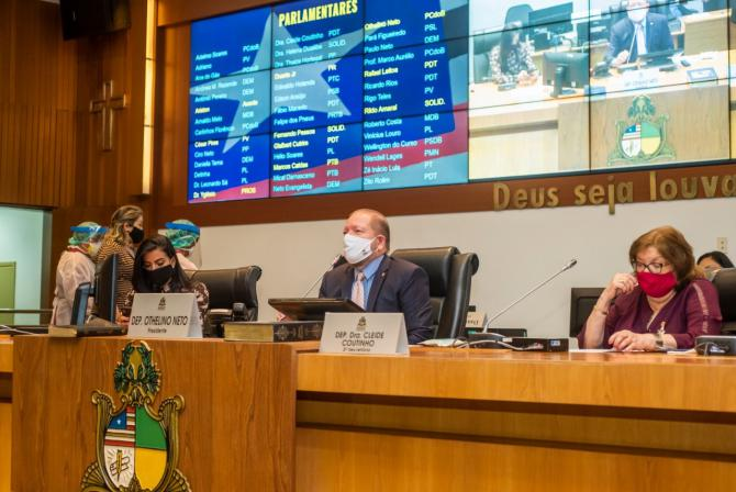 Assembleia retoma sessão presencial e aprova novas matérias com foco na Covid-19